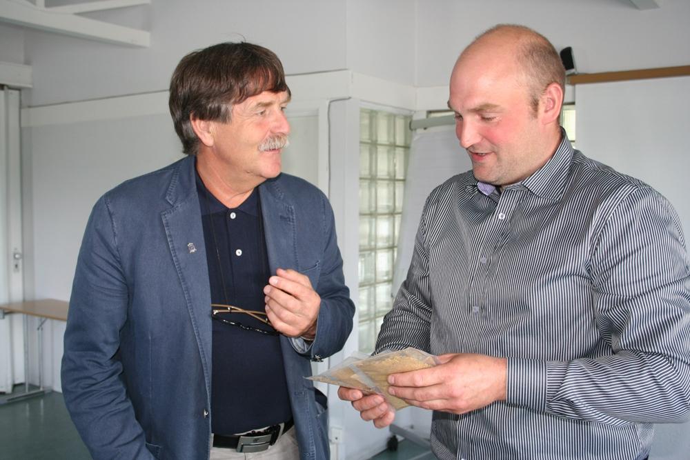 Styrets leder takket Geir Mortensen, som gikk ut av styret,  for mangeårig tjeneste  i Foreningen Kystriksveiens styre.